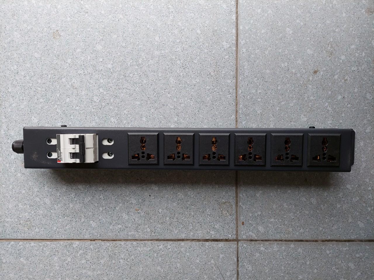 """Thanh nguồn PDU 6 ổ cắm điện Rack 19"""" 1U có MCB 2P 32A"""