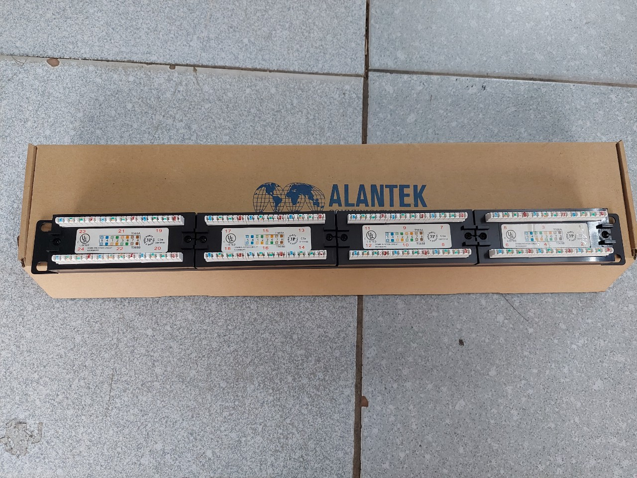 Patch Panel 24 port Cat5e ALANTEK  302-201001-2400